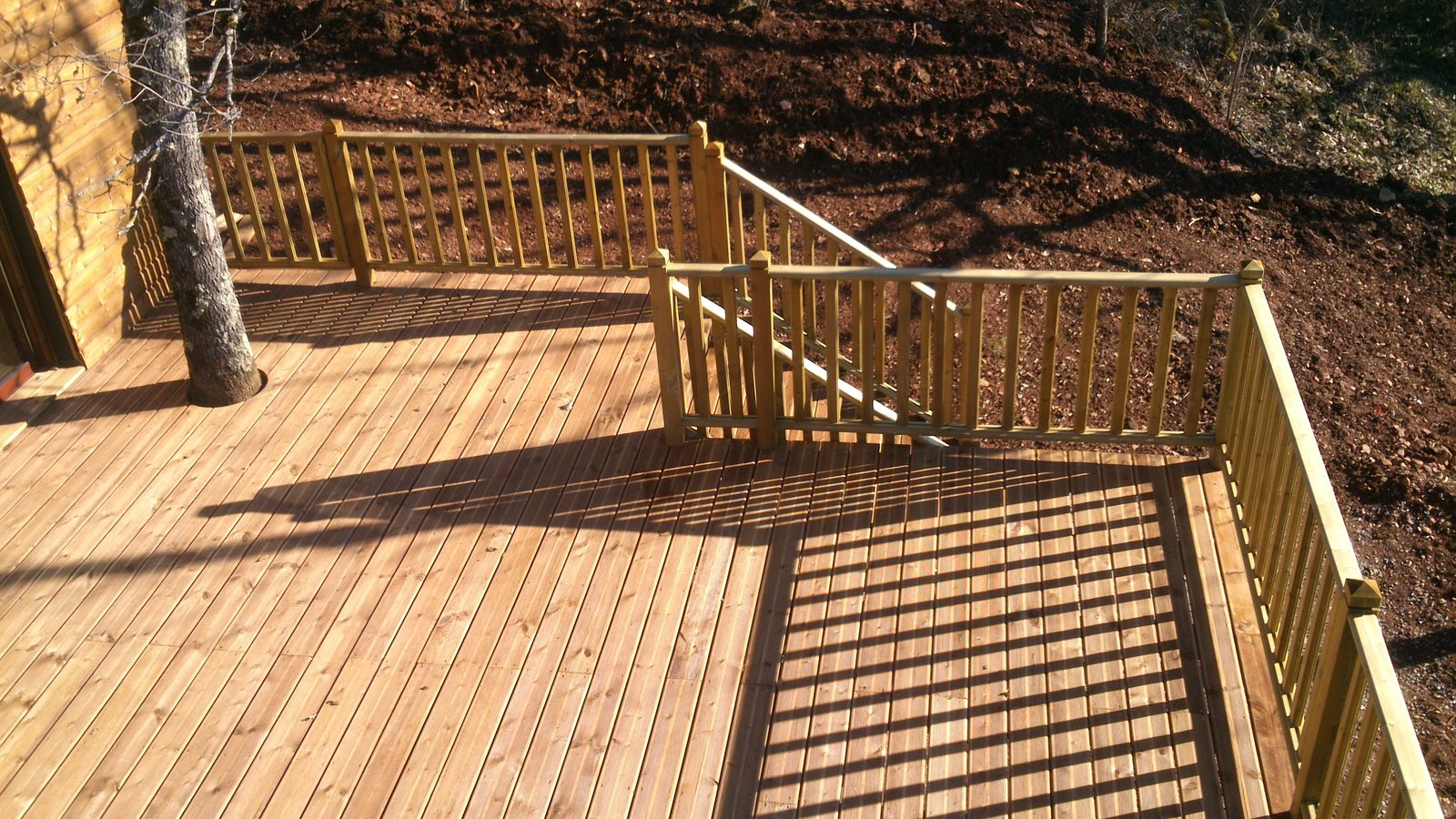 Garde corps bois terrasse design diverses id es de conception de patio en bois for Barriere de jardin bois
