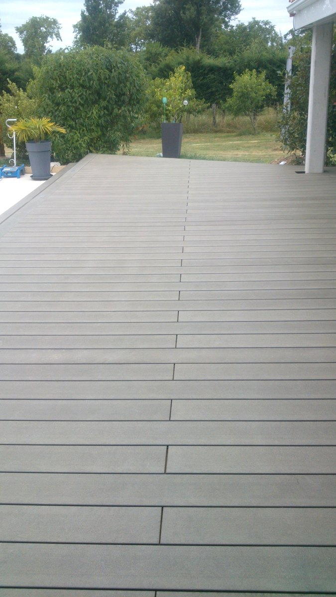 terrasse bois composite à La MagdelainesurTarn