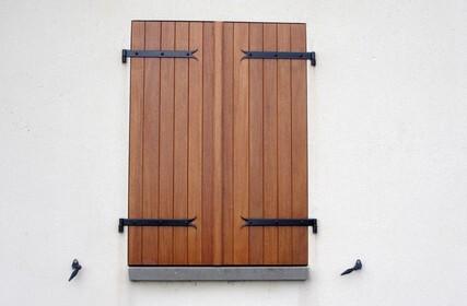 menuisier rge les volets bois conception pose r novation. Black Bedroom Furniture Sets. Home Design Ideas